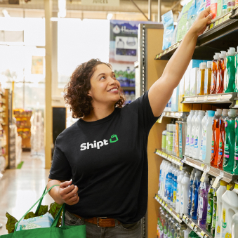 Shipt employee shopping for items