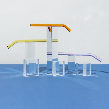 Une représentation abstraite de tuyaux et de blocs qui illustre la façon dont Fastly maintient la fluidité du traffic web de ses clients