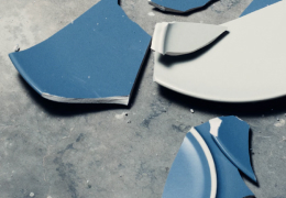 Image of a broken vase.